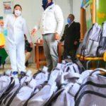 2.000 niños reciben kits escolares entregados por la Municipalidad