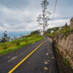 Avanza asfaltado y adoquinado en 18 vías parroquiales de Ambato