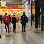 Centros comerciales de la ciudad cumplen con aforos permitidos por el COE Cantonal