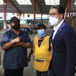 Alcalde atiende necesidades de la plaza Pachano