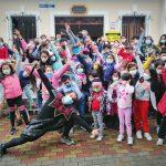500 niños y jóvenes iniciaron con entusiasmo los talleres permanentes de arte